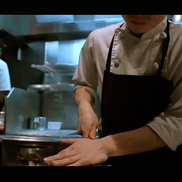 """Au cœur d'ACCENTS table bourseVoir la vidéo complète :www.facebook.com/accents.table.bourse/videos/878188622369493Réservation : Accents-restaurant.comNouvelle vidéo : Accents x Art cream remerciements à Florian DomergueRéalisation : Florian Domergue / Salade Tomate RognonsMusique : KEITH APE X RICH CHIGGA X JAPANESE TYPE BEAT - """" KUROI """" #accentstablebourse #gastronomy #foodlover #gourmet #paris #restaurant #chef  @romainmahi @florian__domergue #ayumisugiyama #video #instafood #foodblogger #instagood #foodie #enjoy"""