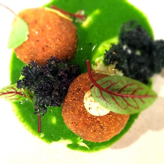 #croquettes #grenouille #herbs #accentstablebourse #restaurant #gastronomy #paris #food
