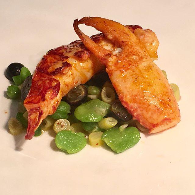 1/2 homard Breton, cassis, raviole, fèves ----1/2 Breton lobster, blackcurrant, ravioli, broad bean@romainmahi #ayumisugiyama #gastronomy #gourmet #foodlover #lobster #paris #restaurant #chef #sogood #bretagne #foodie #food #yummy
