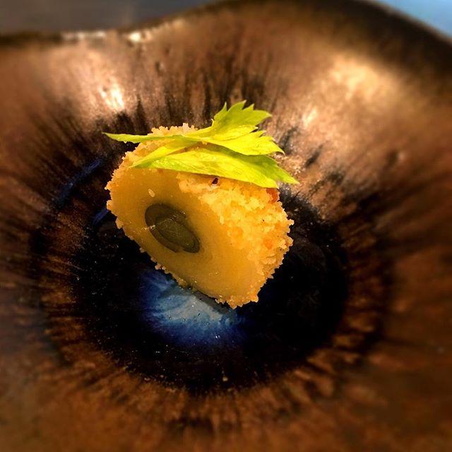 Amuse bouche #accentstablebourse #amusebouche #pommedeterre #celeri #maki #food #idee #chef #gastronomy #パリ #レストラン#夏 #foodie #foodlover #gourmet