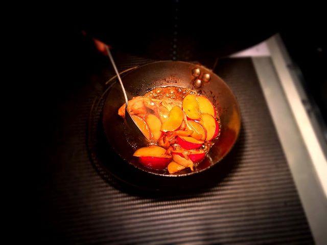 Prunes et pleurotes poêlées----Pan fried oyster mushrooms and plums.#prune #pleurotes #champignons #gourmet #gastronomy #accentstablebourse #paris #restaurant #fruit #foodlover #foodpic #mushroom #chef @romainmahi ..@jean_se