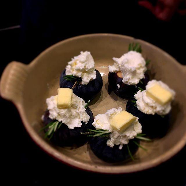 Figues rôties ricotta romarin - prêt à enfourner !----Roasted figs, ricotta and rosemary - ready to bake!#gastronomy #ayumisugiyama #restaurant #paris #dessert #figue #fig #foodie #ricotta #rosemary #foodlover #yummy #sogood #gourmet