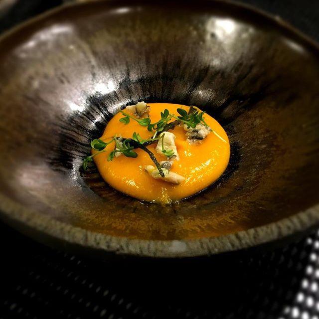 Amuse bouche patate douce, orange, anchois----Appetizer sweet potato, orange, anchovy#amusebouche #accentstablebourse #gastronomy #gourmet #paris #orange #foodie #foodlover #foodpics #chef @romainmahi