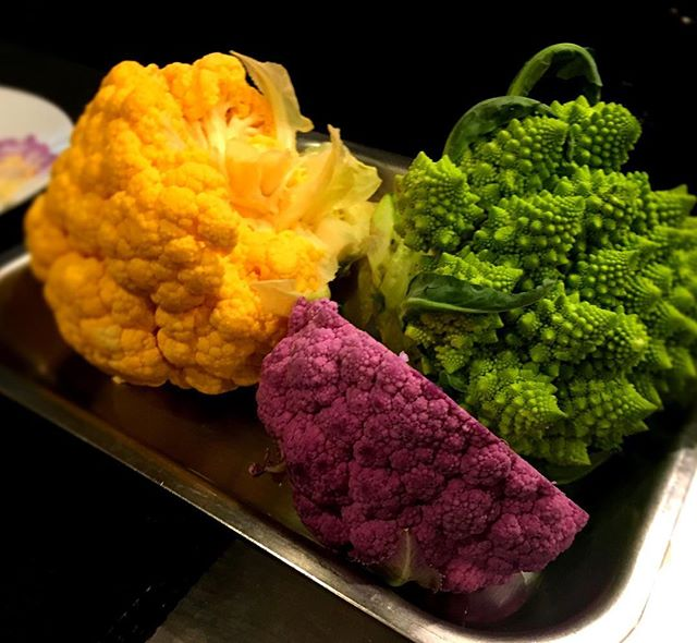 Choux couleurs pour accompagner le cabillaud sauvage----Colored cabbages to go with wild cod#gastronomy #gourmet #restaurant #paris #choux #colour #vegetables #cabbage #foodie #foodlover @romainmahi #ayumisugiyama #accentstablebourse