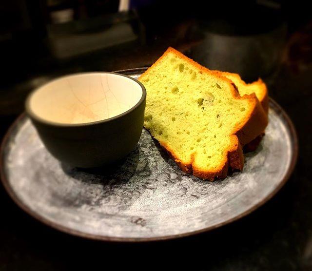 Finir en douceur et légèreté avec  le chiffon cake----Finish gently and lightly with chiffon cake.#accentstablebourse #paris #restaurant #gourmet #gastronomy @sugiyama3223 @romainmahi #yummy #dessert #gourmand #foodpics #foodlover