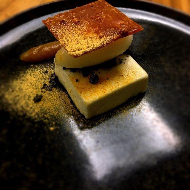 Desserts de Miso,yaourt,yuzu et datte#accentstablebourse #foodie #dessert #paris2 #miso #restaurant #paris #food #デザート #パリ #レストラン #味噌